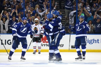 Lightning Beat Blackhawks 4-3