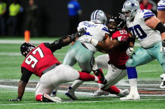 Adrian Clayborn Has 6 Sacks, Falcons Romp Past Cowboys 27-7