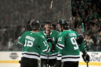 Stars Cruise Past Oilers for Victory