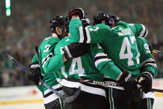 Benn Leads 4-Goal 2nd Period as Stars Beat Wild