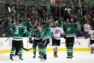 Stars Score 4 on 30 Shots in 2nd Period, Beat Ducks