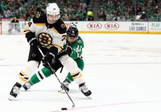 Ritchie Beats Former Team on 1st Shift, Bruins Top Stars