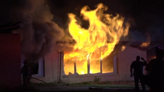 Raw: Fire Torches Abandoned School in Dallas: DFR