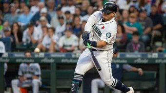 Mariners Snap 6-Game Skid With Win Over Rangers