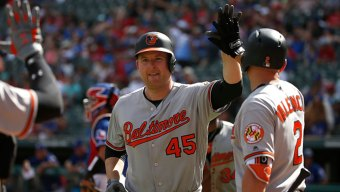 Trumbo Homers Twice, Drives in 5 as Orioles Beat Rangers
