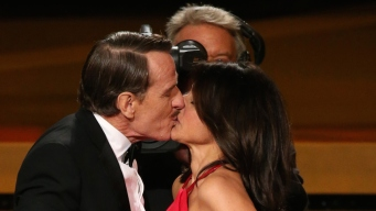 """Emmys: Louis-Dreyfus, Cranston Have """"Seinfeld"""" Kiss"""