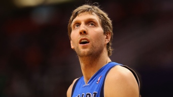 Dallas Mavs Re-Sign Dirk Nowitzki