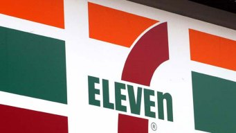 7-Eleven and Franchisee Group Battle Over Expiring Contracts