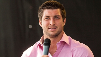 Tim Tebow Helps With Medical Emergency on Flight