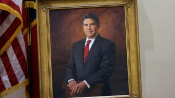 Rick Perry Ditches Glasses for Official Texas Portrait