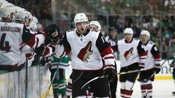 Galchenyuk's 2 Goals Help Coyotes Beat Stars