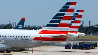American Airlines' Profit, Revenue Clipped by Falling Fares