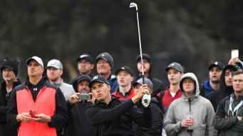 Spieth Finishes 1st-Round 64 for Early Lead at Soggy Riviera