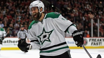 Eaves' Hat Trick Lifts Stars Past Blackhawks 4-2