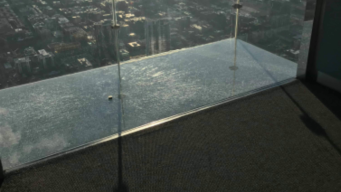 Chicago Skyscraper Skydeck Ledge Appears Cracked in New Video