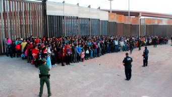 Record Number of Migrant Families Detained at Border in May