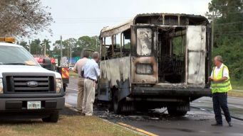 Driver Evacuates Passengers From Bus Fire