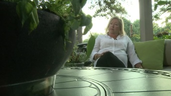 Woman Contracts Flesh-Eating Bacteria During Manicure
