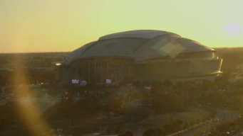 Watch as the Roof of AT&T Stadium Opens Before Thursday's Game