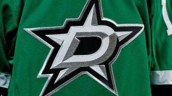 Radulov Scores 2 Late Goals, Stars Beat Blues
