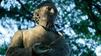 Jefferson Davis Statue Finishes Move at University of Texas