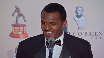 Deshaun Watson Picks Up Davey O'Brien Award in Fort Worth