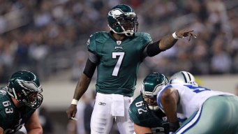 Eagles, Vick Restructure Contract