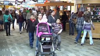 Last-Minute Shoppers Pack Malls