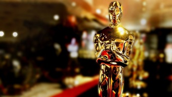 Students Replace Models as Oscar Carriers