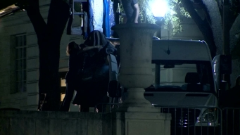 Raw: Crews Remove Confederate Statue at UT Austin