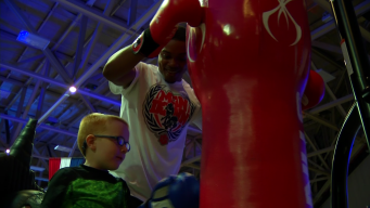 Spence Jr. Gives Free Boxing Lesson at Olympic Day in Dallas