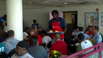 Cowboys Players Serve Early Thanksgiving Meals at the Salvation Army