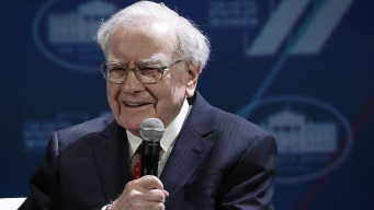 Buffett Faults United, But Sticks With Airlines Investments<br />