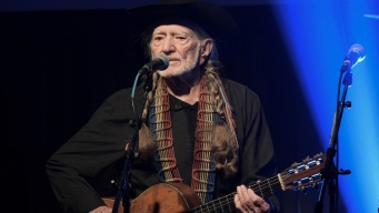 Willie Nelson Resumes Tour, Announcing Billy Bob's Stop