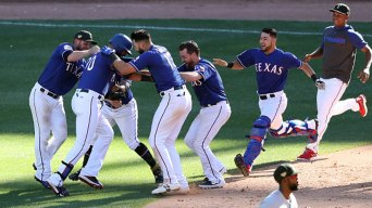 Rangers Score 2 Runs in 10th, Rally Past Cardinals
