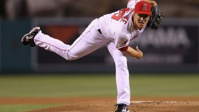 Rangers, Dodgers Battle for Greinke