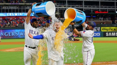 Lucroy's Walk-Off Single Gives Rangers 7-6 Win Over A's