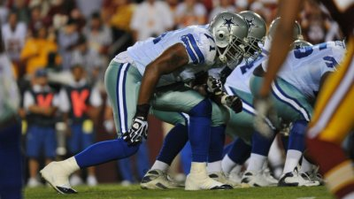 Raiders Sign Former Cowboys Goat T Alex Barron