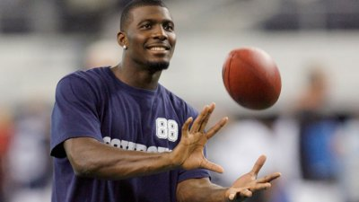 Dez Finds Inspiration in Irvin's 1989 Recovery