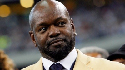 Smith Weighs in on Gay NFL Athletes