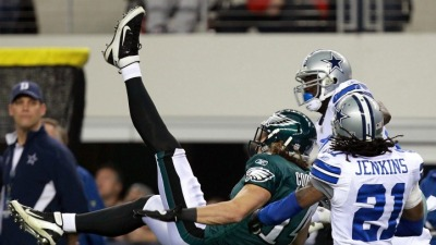 Eagles Lead Cowboys at Half, 14-0