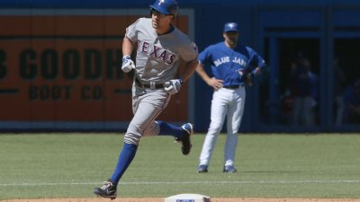 Beltre Homers in 7th, Rangers Beat Jays