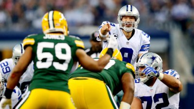 Cowboys Lead Packers 26-3, at Half