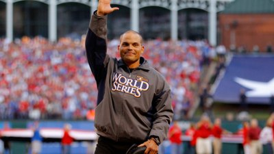 Pudge to Rejoin Rangers, Retire from Baseball
