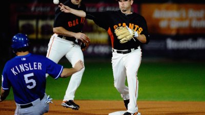 Giants Rally, Win Again Over Texas