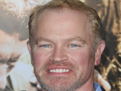 "Neal McDonough Lifts Weights, Drops Razor for ""Scoundrels"""