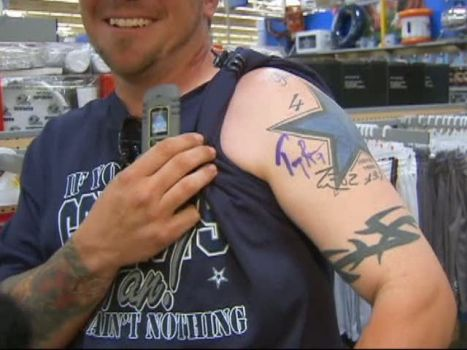 Fans Get Romo-Friendly at Walmart Appearance