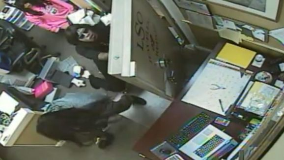 Men Dressed as Women Rob Jewelry Store