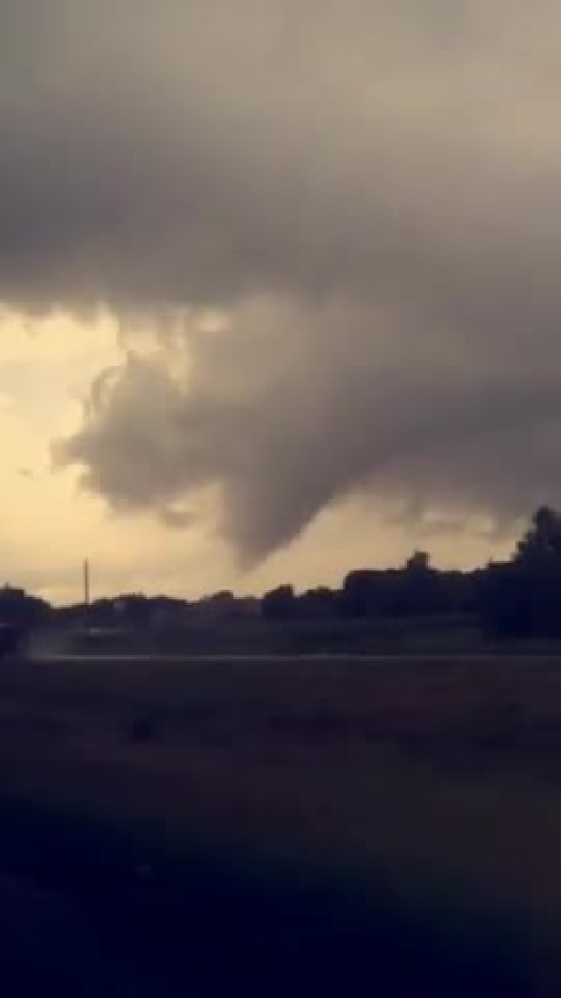 tornado%20touch%20down%20in%20ennis%20tx