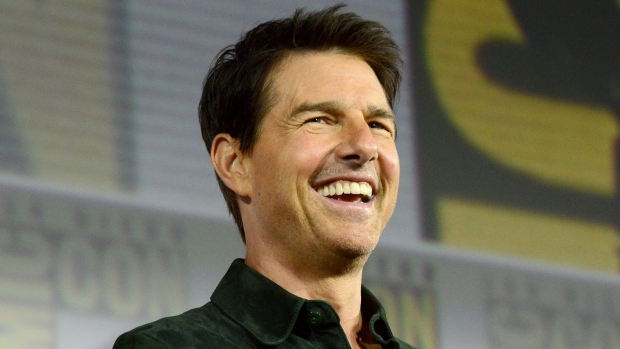 [NATL-AH] Tom Cruise Crashes Comic-Con To Premiere 'Top Gun' Sequel